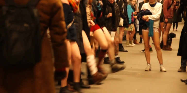 Still aus dem Video zum No Pants Subway Ride 2013 in Berlin