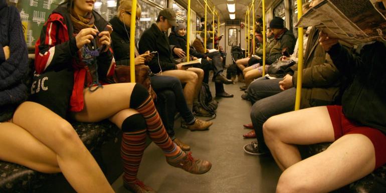Ohne Hosen in der Berliner U-Bahn